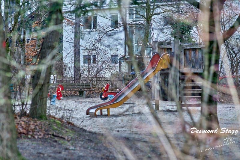 Speelplaats in de winter stock foto's