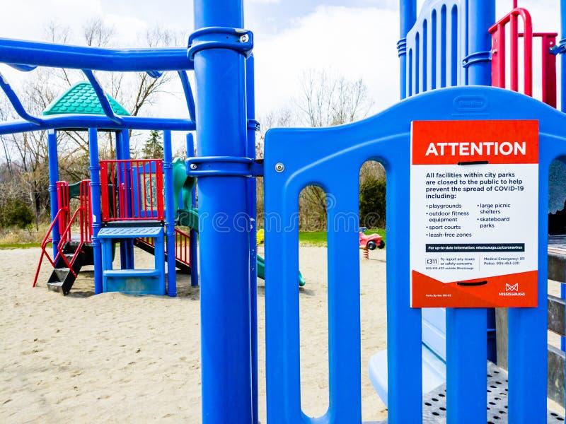 Speelplaats in het park gesloten vanwege een pandemie in Mississauga, Ontario, Canada royalty-vrije stock afbeeldingen