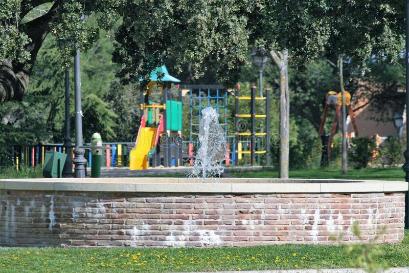 Speelplaats met fontein royalty-vrije stock afbeelding