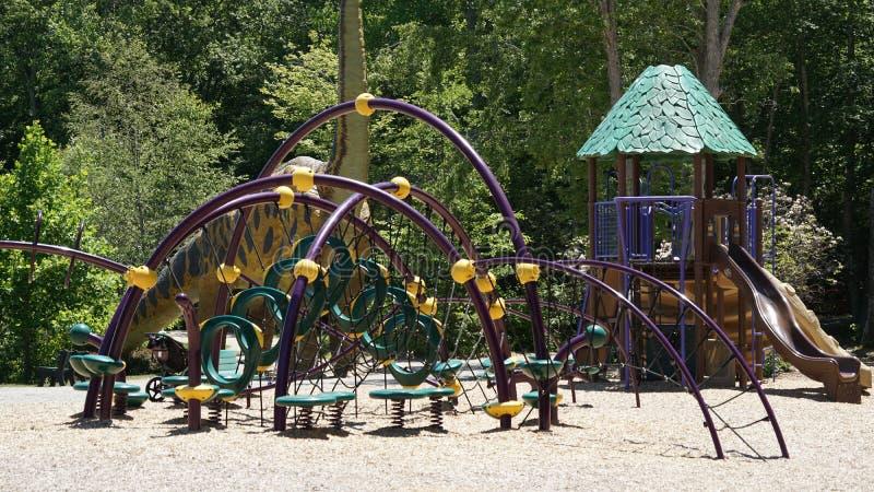 Speelplaats op de Dinosaurusplaats in Connecticut royalty-vrije stock fotografie