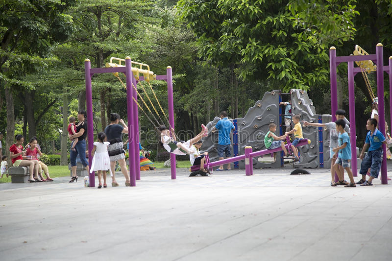 Speelplaats 2 van kinderen stock afbeeldingen