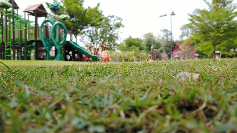 Speelplaatsen in tuin royalty-vrije stock fotografie