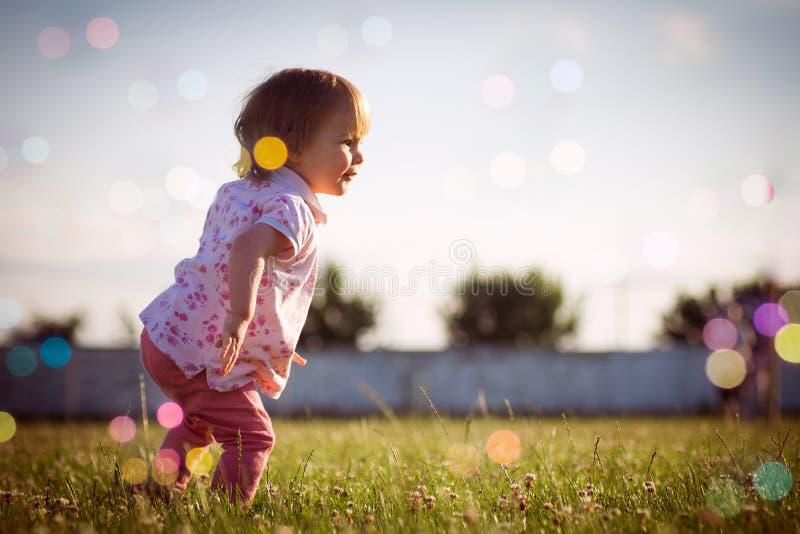 Speels babymeisje royalty-vrije stock afbeelding