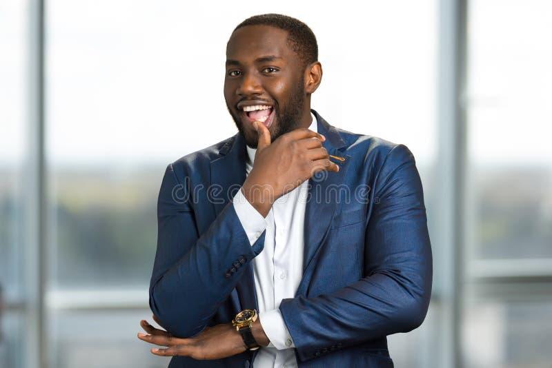 Speelse afro Amerikaanse zakenman stock afbeelding