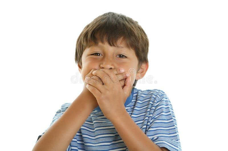 Speelse jongen die zijn mond behandelt royalty-vrije stock afbeelding