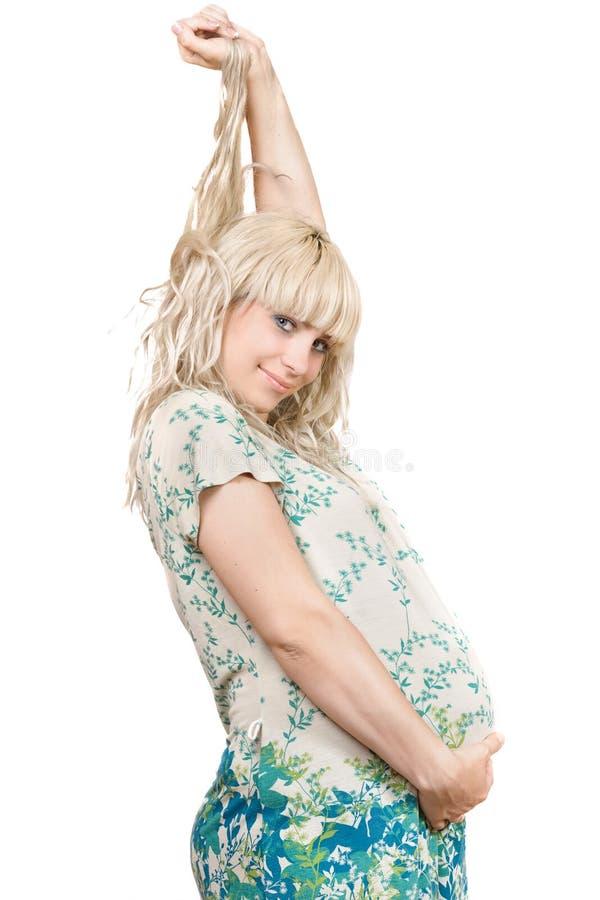 Speelse zwangere jonge blonde stock afbeelding