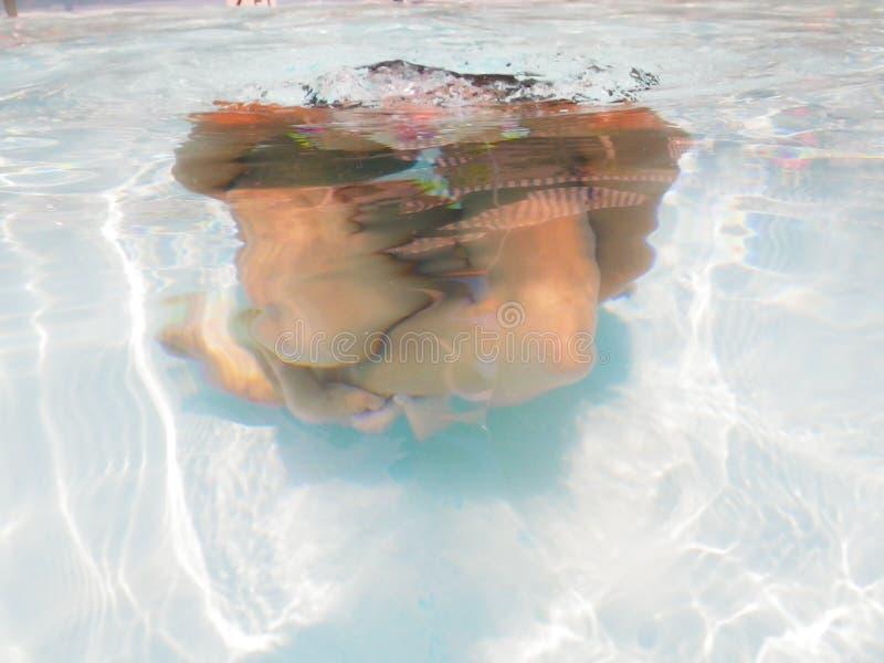 Speeltijd onder het water stock foto
