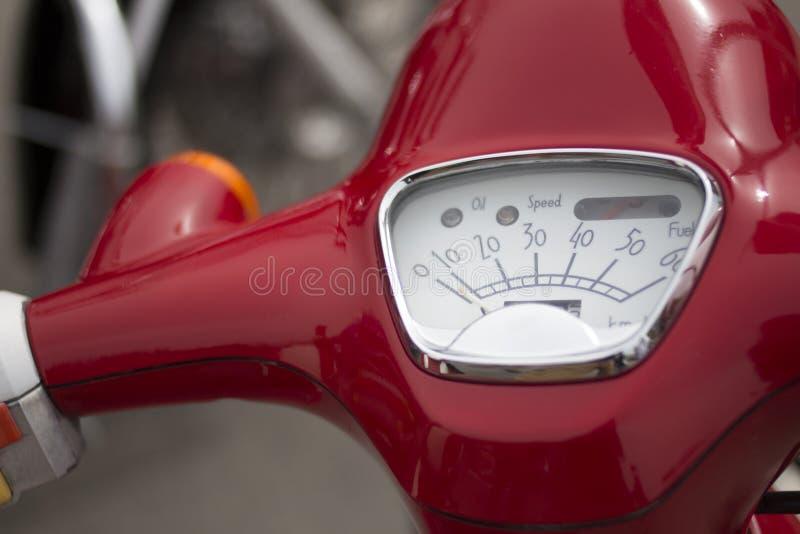 Speerometer de scooter rouge, vélo de moto images libres de droits