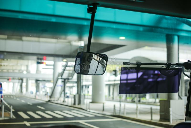 Spegel av bussen fotografering för bildbyråer