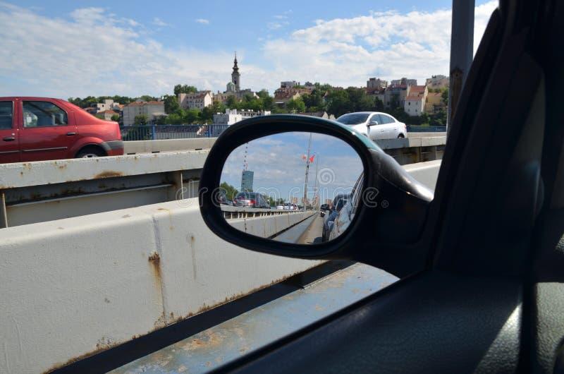 Spegel för bakre sikt och cityscape arkivfoton