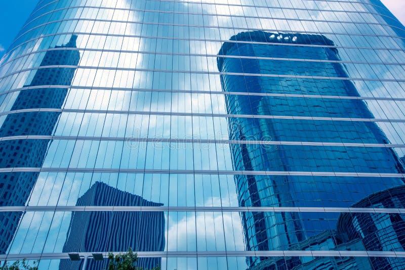 Spegel för blå himmel för Houston i stadens centrum skyskrapadisctict royaltyfri foto