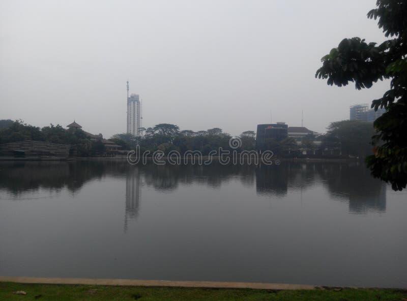 Spegel från sjön arkivfoto