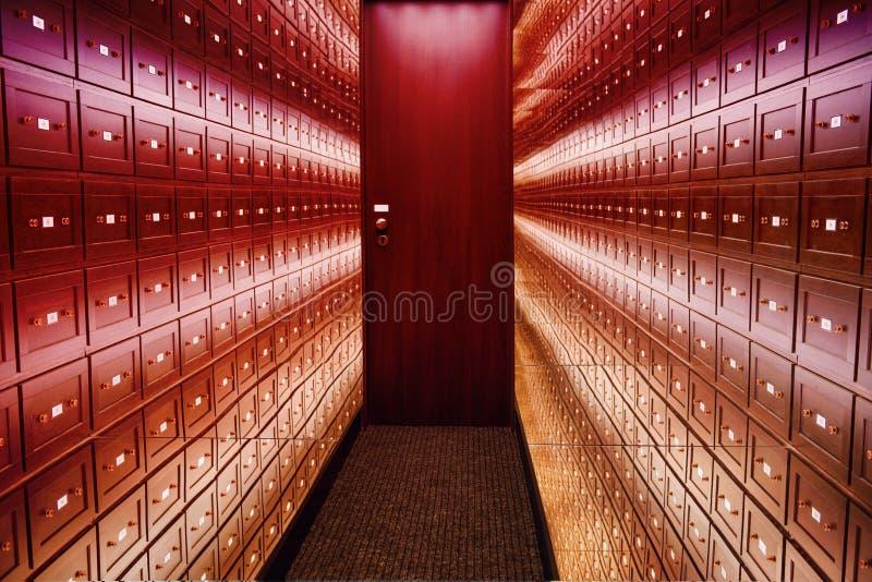 Spegelrumillusioner rummet av illusioner Det säkra rummet är ettfärgat rum av illusioner Ett rum av illusioner Rummet är royaltyfria foton
