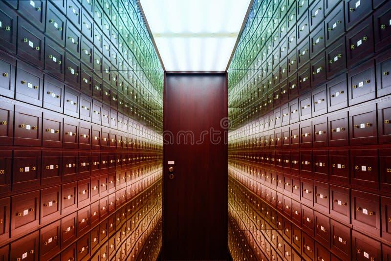 Spegelrumillusioner rummet av illusioner Det s?kra rummet ?r ettf?rgat rum av illusioner Ett rum av illusioner Rummet ?r arkivbilder