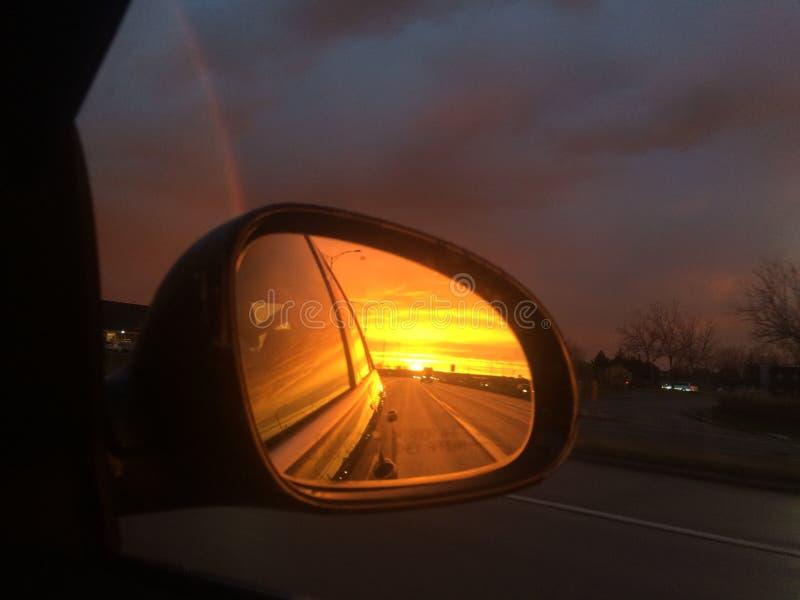 Spegelsolnedgång arkivfoto