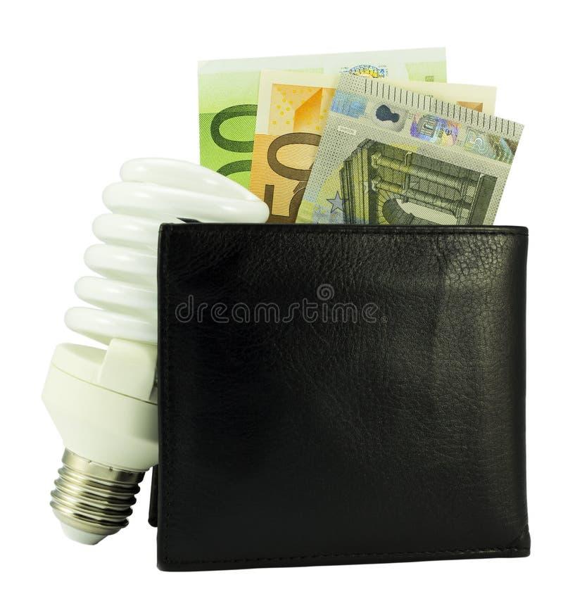 Speichern Sie Energiekonzept - schwarze Geldbörse mit Eurogeld und Glühlampe lizenzfreie stockbilder