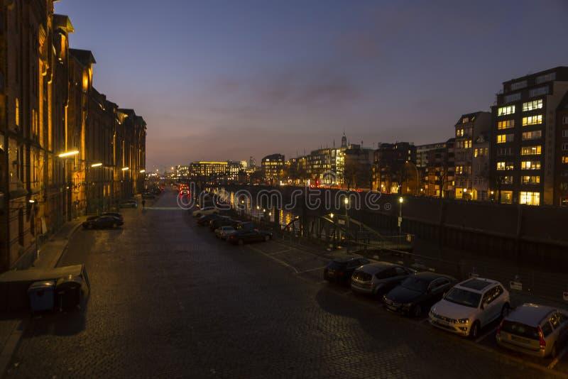Speicherstadt Hamburg, Niemcy przy noc? obraz royalty free