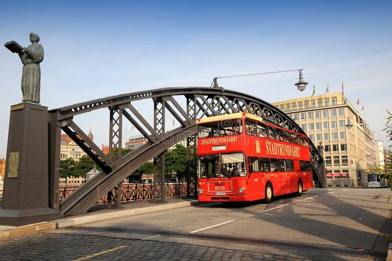 Speicherstadt zwiedzający autobus - Hamburska miasto wycieczka turysyczna fotografia royalty free