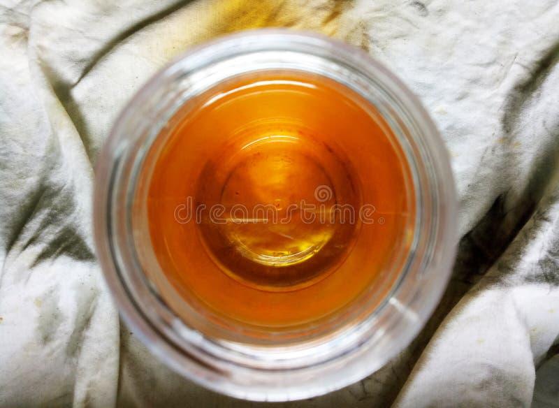 Speiseöl benutzt, wenn Lebensmittel gekocht wird stockfotos