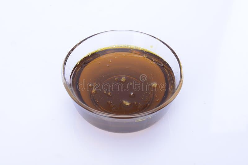 Speiseöl in einer Glasschüssel stockbilder