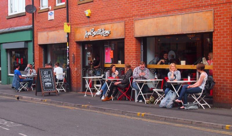Speisen im Freien im Nordviertel, Manchester, Großbritannien lizenzfreie stockfotografie
