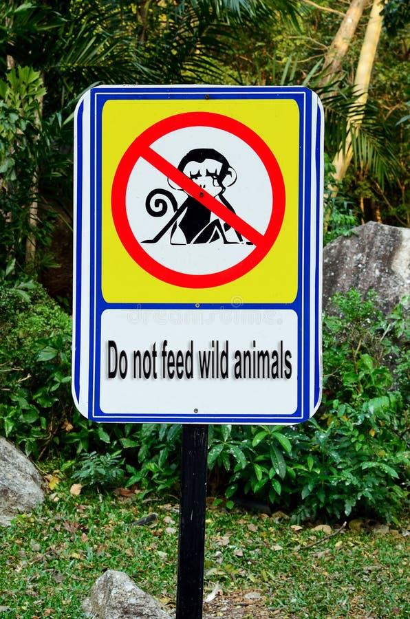 Speisen Sie wilden Tieren Zeichen nicht stockfotografie