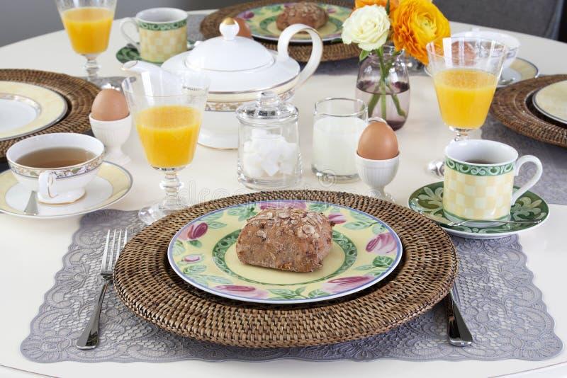 Speisetisch mit Frühstück stockfoto