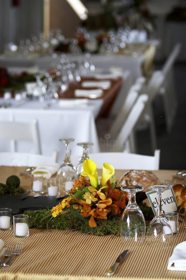 Speisetisch stellte für eine Hochzeit oder ein Unternehmensereignis ein lizenzfreies stockbild