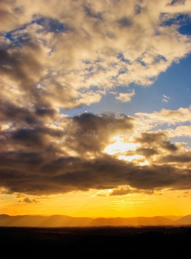 spektakulär solnedgång arkivfoto