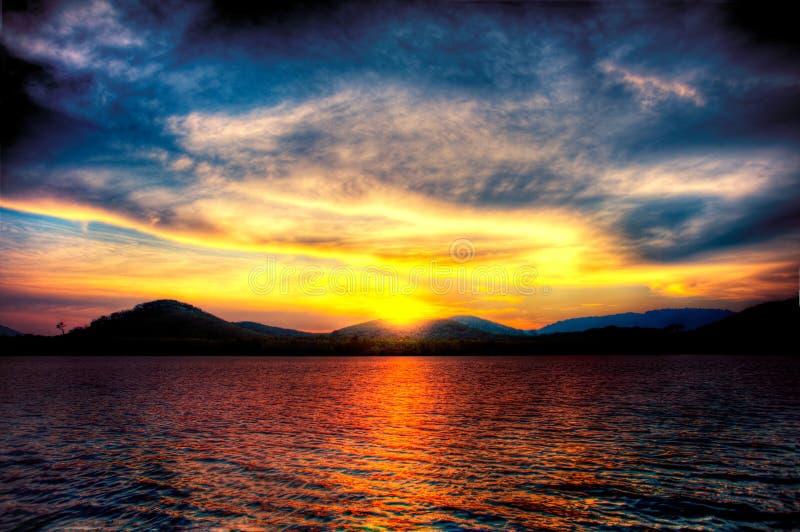 spektakulär solnedgång arkivbild
