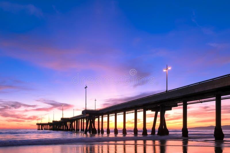 Spektakulär solnedgång på den Venedig stranden Kalifornien royaltyfria bilder