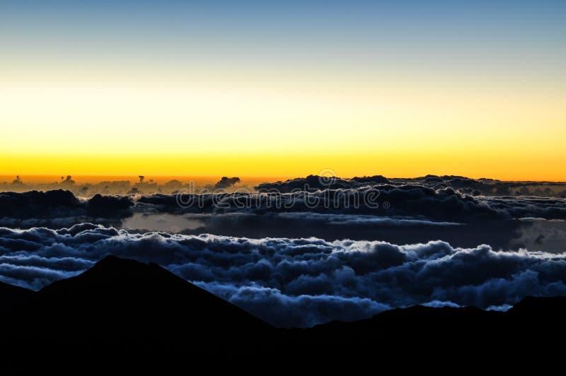 Spektakulär soluppgång på den Haleakala krater - Maui, Hawaii arkivbilder