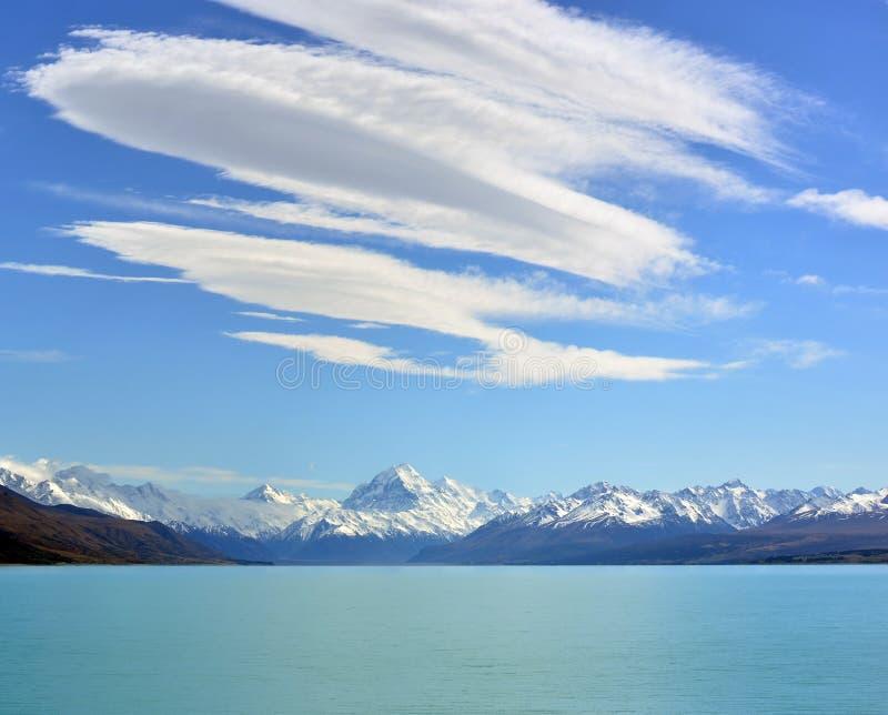 Spektakularne chmury nad górą Cook, Nowa Zelandia zdjęcie stock