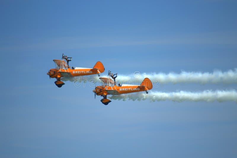 Spektakularni Wingwalkers anteny aerobatics zdjęcie stock