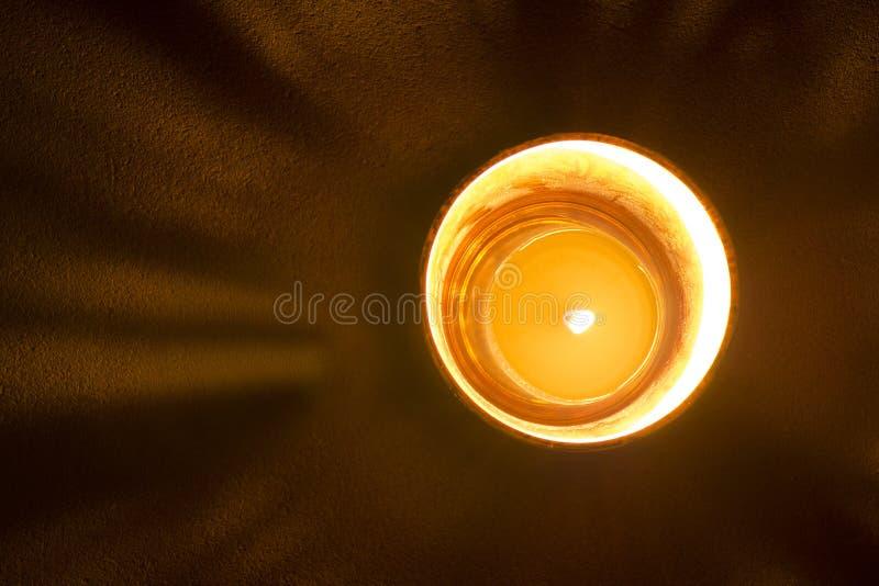 Spektakularny czarny i złocisty szkło z okrąg świeczką obrazy stock