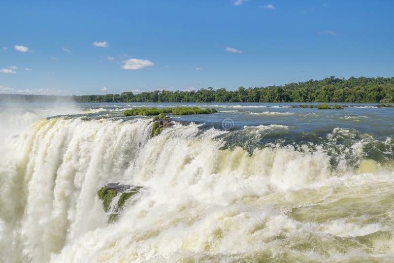 Spektakularny widok czarci gardło spada przy Iguazu parkiem obrazy stock