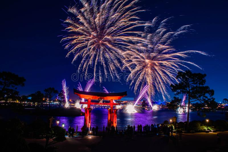 Spektakularny widok fajerwerków Epcot Forever i łuku japońskiego w Walt Disney World 6 obrazy royalty free