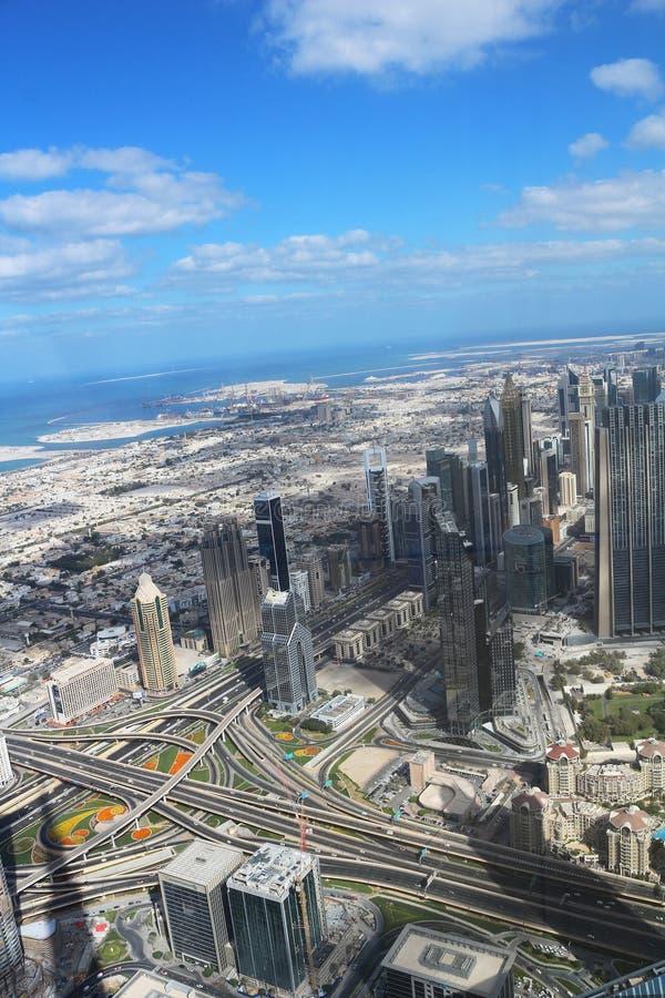 Spektakularny widok od obserwacja pokładu Burj Khalifa UAE, Dubaj, Listopad 26, 2017 2009 amerykańskiego auto odwracalnego Detroi zdjęcia stock