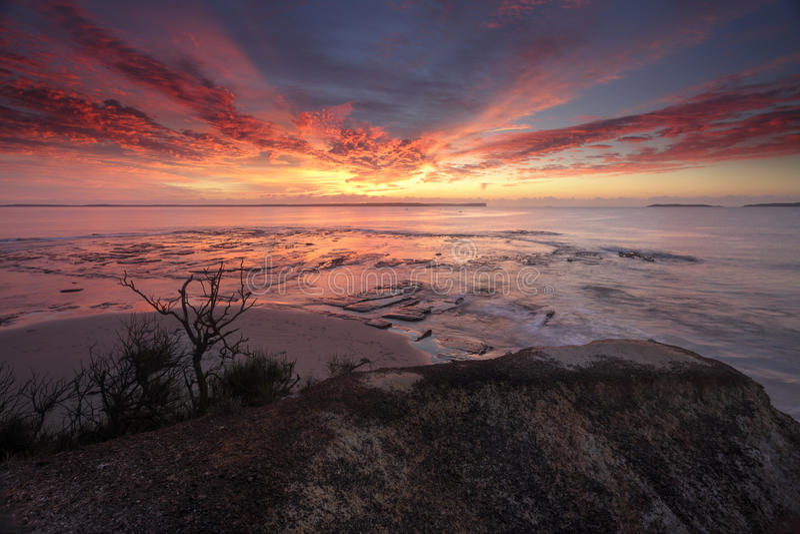 Spektakularny wschód słońca nad plantacja punktem Vincentia zdjęcia stock