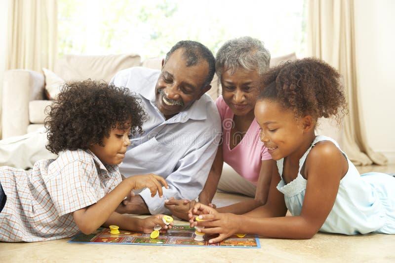 Spel van de Raad van de familie het Speel thuis stock fotografie