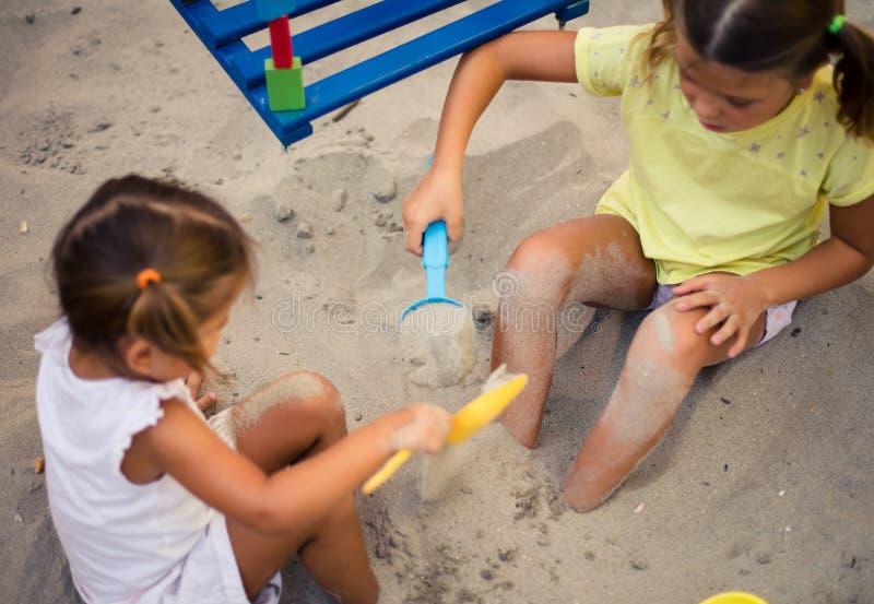 Spel in zand stock afbeeldingen