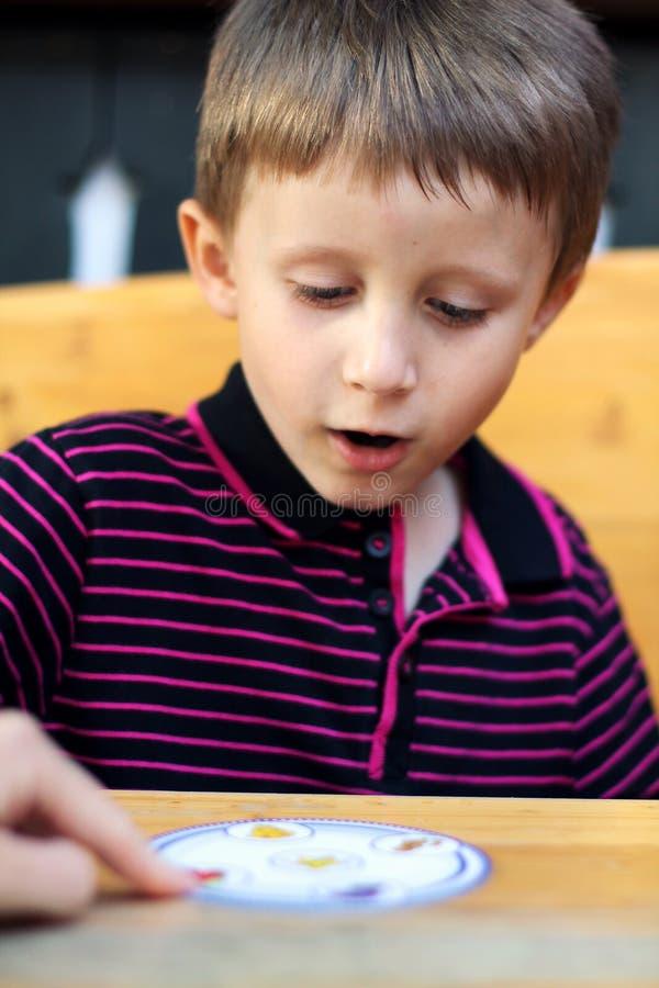 Spela barnet fotografering för bildbyråer