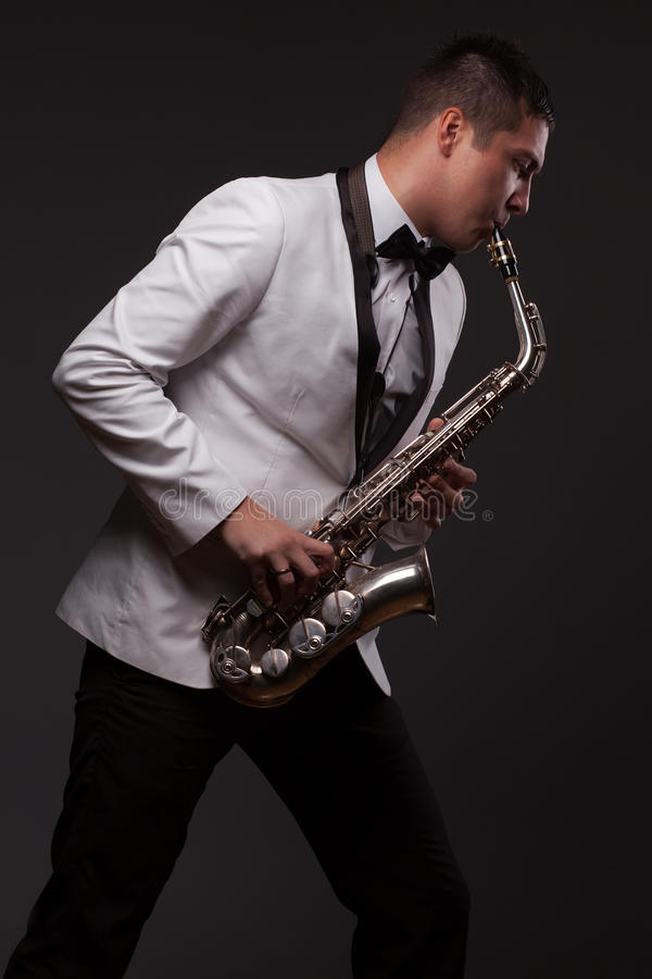 Spela för saxofonspelare royaltyfri bild