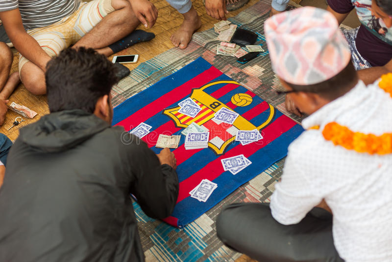 Spela Falash (tonåriga Pathi) i Nepal royaltyfri bild