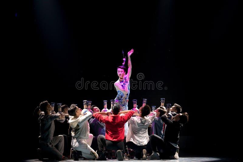 Spela inte ens brukliga folkdans för denblått och vitporcelainr-Themedborgaren royaltyfri fotografi