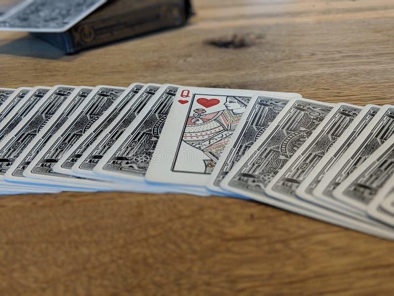 Spela kort, drottning av hjärtor arkivfoton