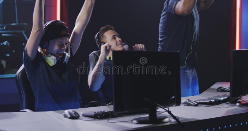 Spela laget som segrar matchen på turnering royaltyfri bild