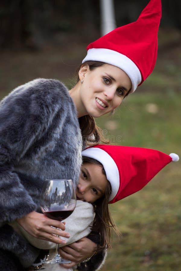 Spela med Santa Claus hattar royaltyfria foton