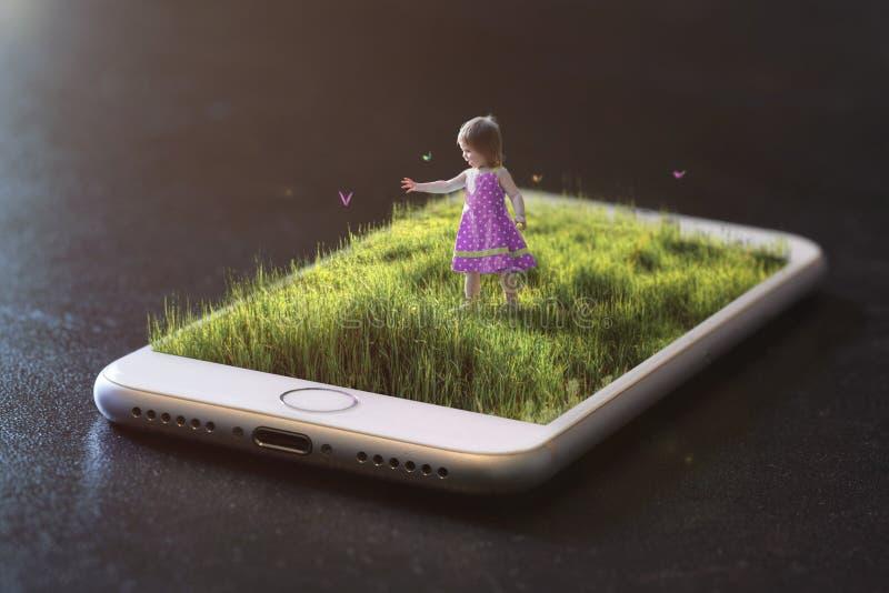 Spela på en mobiltelefon arkivfoto