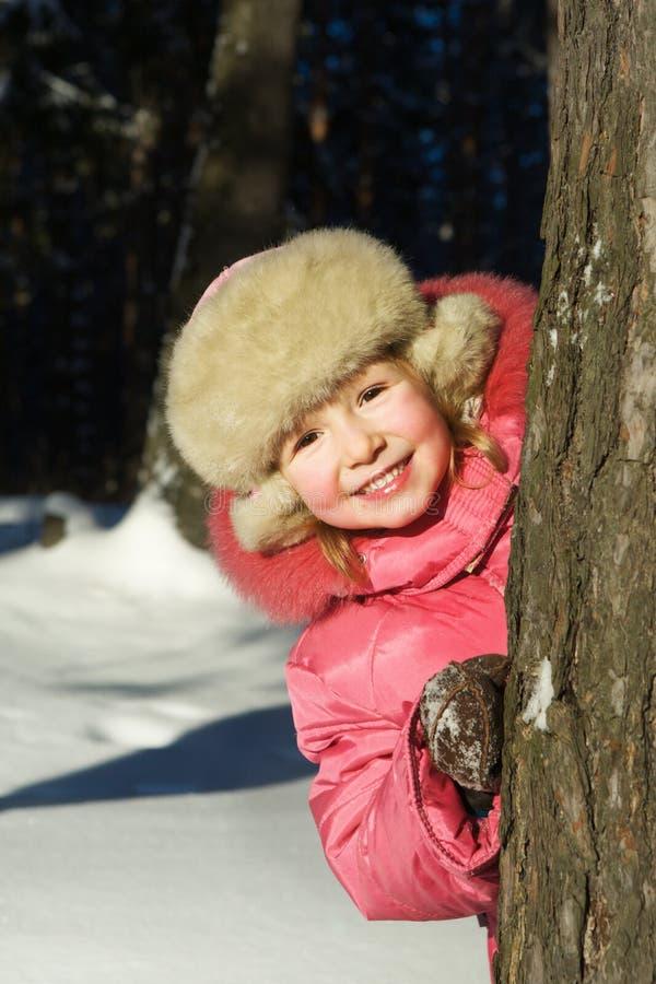 spelar flickan little vintern arkivfoto